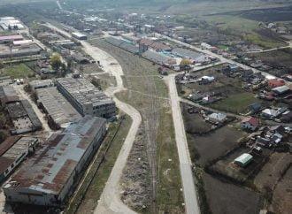 4,2 ha de teren și 18.000 mp de spații industriale, de vânzare pentru 1,49 mil. euro (P)