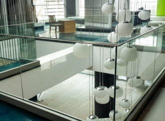 Balustradele din sticla securizata pentru scari se monteaza usor si arata bine