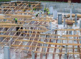 Pe șantierele din construcții încă se lucrează. De ce poate depinde continuarea activității – dincolo de o decizie a autorităților
