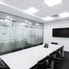 Cele mai importante motive pentru care să îţi pui uşi de sticlă la birou